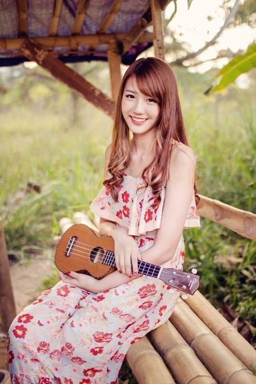 hot-girl-tra-sua-malaysia-me-do-an-vat-khi-den-viet-nam-5