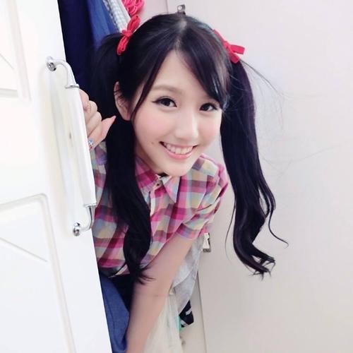 hot-girl-tra-sua-malaysia-me-do-an-vat-khi-den-viet-nam-1