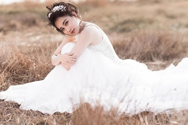 Photo: Nguyễn Sĩ Hiếu  Makeup: Hoàng Lin  Hair: Pé Heo  Accessorise Costumes: Heeli Bridal