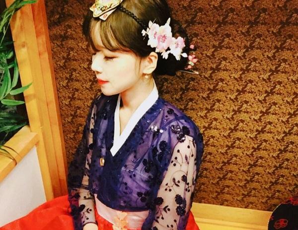 Ha Eun Hye xinh đẹp trong trang phục hanbok.
