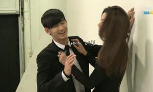 Khoảnh khắc thân mật hài hước trong hậu trường phim Hàn