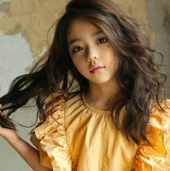 hot-girl-7-tuoi-mat-sang-chanh-noi-tieng-lang-mot-han