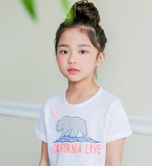 hot-girl-7-tuoi-mat-sang-chanh-noi-tieng-lang-mot-han-1