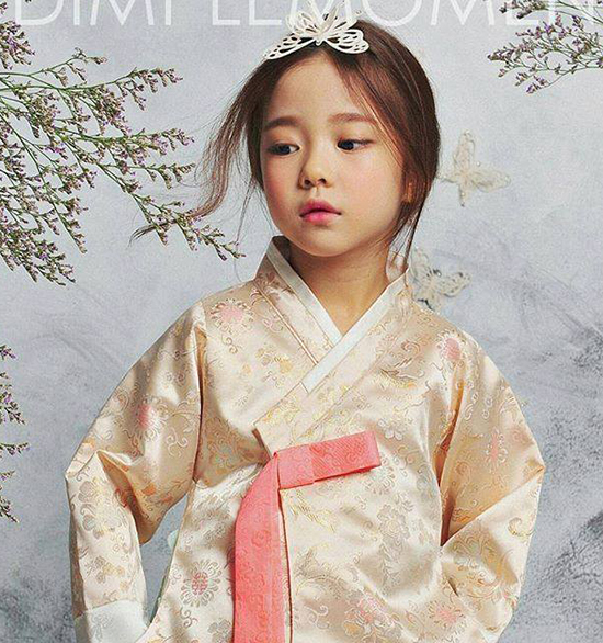 hot-girl-7-tuoi-mat-sang-chanh-noi-tieng-lang-mot-han-4