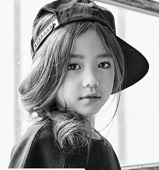 hot-girl-7-tuoi-mat-sang-chanh-noi-tieng-lang-mot-han-5