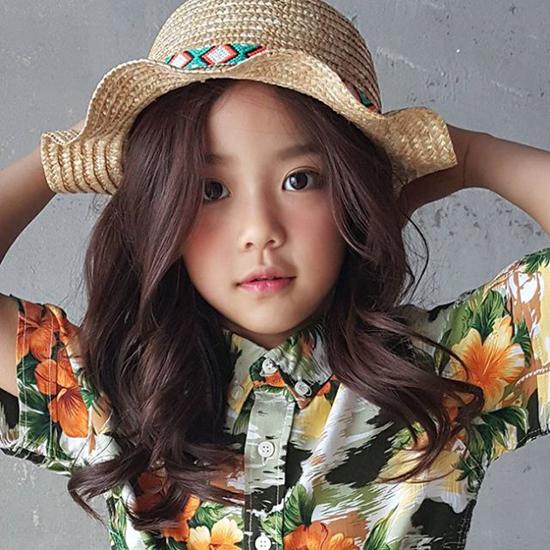 hot-girl-7-tuoi-mat-sang-chanh-noi-tieng-lang-mot-han-9
