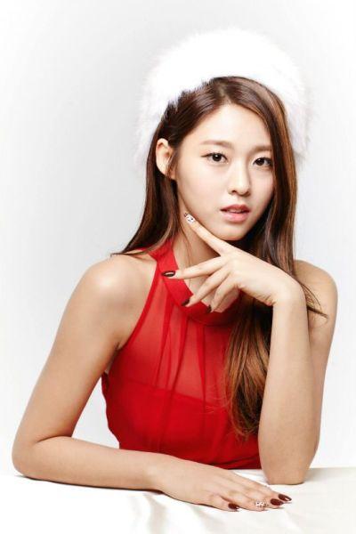 seol-hyun-vuot-yoon-ah-trong-danh-sach-sao-nu-duoc-phai-manh-yeu-thich-2