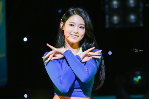 10-sao-nu-han-so-huu-lum-dong-tien-ngot-ngao-1