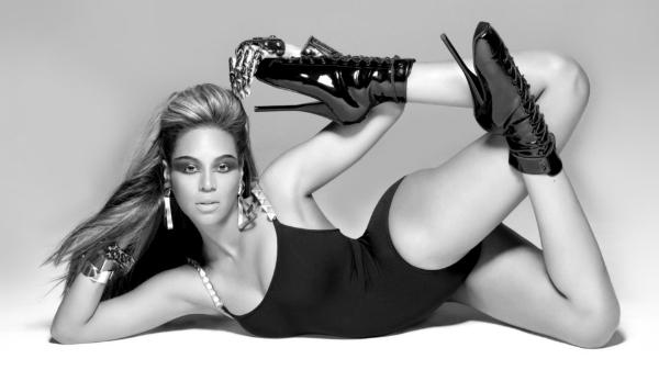 11. Năm 13 tuổi, khi còn trong nhóm Destinys Child, chúng tôi được yêu cầu phải mang giày cao gót. Ban đầu, tôi thậm chí còn chẳng thể giữ cho đầu gối mình thẳng, nhưng cũng từ đó, tôi phải học cách nhảy trên những đôi giày cực cao - Beyoncé