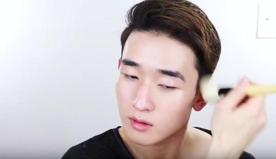 con-trai-han-trang-diem-ky-hon-ca-con-gai-2