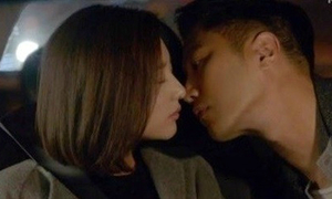 Bị tai nạn vì bắt chước phim Hàn vừa lái xe vừa hôn bạn gái