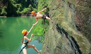 Màn cầu hôn 'bá đạo' trên vách núi nguy hiểm