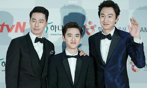 Khoảnh khắc chênh lệch chiều cao hài hước sao Hàn