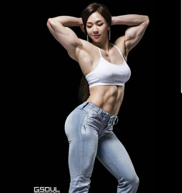 2 mỹ nhân thể hình xứ Hàn mặt dịu dàng, cơ bắp dữ dội - Ảnh 6