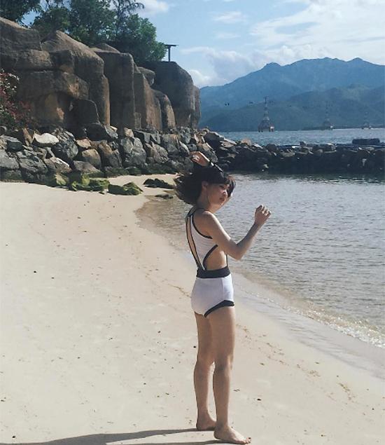 hot-girl-viet-so-eo-thon-dang-nuot-khi-dien-bikini-9