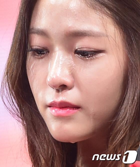 dai-su-du-lich-seol-hyun-bat-khoc-vi-scandal-dot-lich-su-2