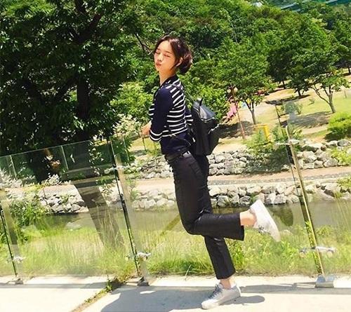 seo-hyun-de-vat-la-trong-giay-goo-hara-mac-style-kho-do-5
