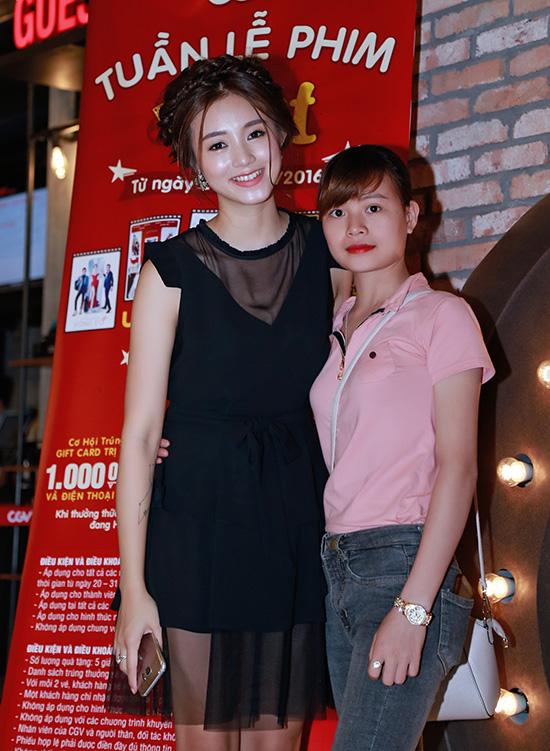 Hot girl Salim cũng rất hào hứng với chương trình Tuần lễ phim Việt do CGV tổ chức.  Cô chia sẻ: Đây là một dịp tuyệt vời để các bạn trẻ có thể xem lại những bộ phim Việt ấn  tượng trong thời gian qua với mức giá cực kỳ ưu đãi. Riêng Salim sẽ tranh thủ thời gian  để đi xem hết một lượt những phim mà quá bận rộn, Salim đã bỏ lỡnhư Lật Mặt, Bao  Giờ Có Yêu Nhau.