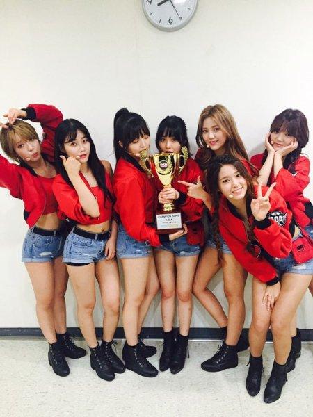 AOA giành chiến thắng trong Show Champion.