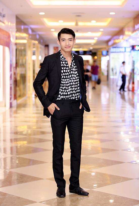 Quang Đăng là diễn viên chính của phim.Xuất hiện trong sự kiện, Quang Đăng nam tính và lịch lãm khi diện bộ suit đen do stylist Đinh Thanh Long hỗ trợ.