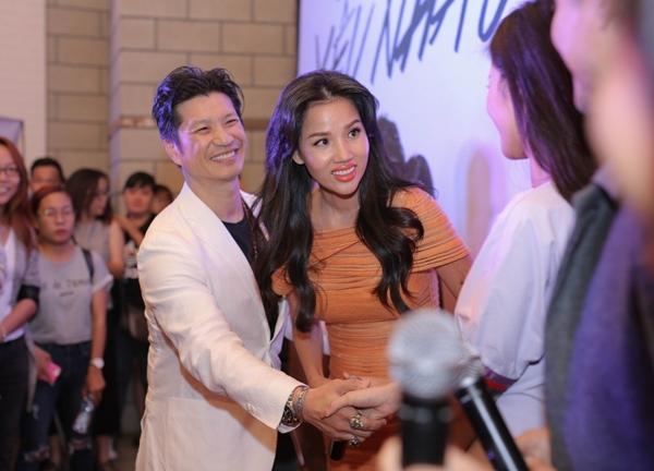 Xuất hiện trong buổi giao lưu còn có vợ chồng đạo diễn, nhà sản xuất Dustin Nguyễn và Bebe Phạm. T
