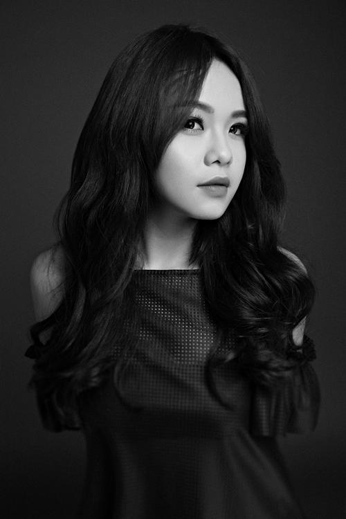 Với hình tượng và phong cách này, Thái Trinh nhận nhiều ý kiến phản đối vì đi lối mòn gợi cảm của thị trường âm nhạc.