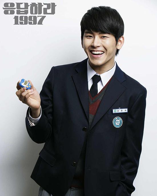 Kang Jun Hee là một trong những nhân vật để lại nhiều cảm xúc nhất trong lòng khán giả sau khi xem Reply 1997. Cậu giữ trong lòng tình cảm đơn phương dành cho cậu bạn thânYoon Yoon Jae