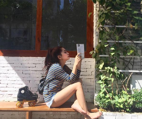 chieu-pose-hinh-cua-hot-girl-de-co-chan-dai-khong-can-keo-4
