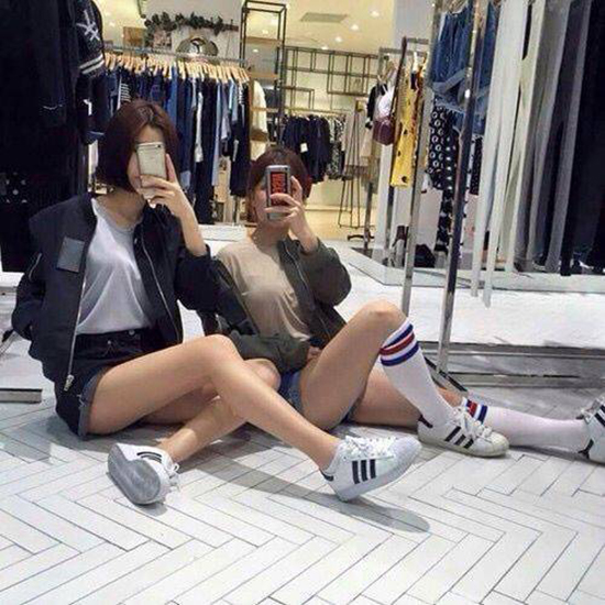 chieu-pose-hinh-cua-hot-girl-de-co-chan-dai-khong-can-keo-6