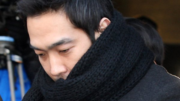 8-scandal-be-boi-tinh-duc-chan-dong-kpop-10-nam-qua-2