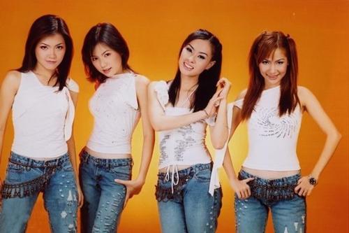 Năm 2004, Ngô Quỳnh Anh tách nhóm để gia nhập nhóm H.A.T. Mắt Ngọc hoạt động với 3 thành viên một thời gian thì Thanh Ngọc cũng quyết định ra hát solo. Nhóm mời Hoàng Oanh vào thay thế. Các thành viên của nhóm từng có lần tái hợp vào năm 2009 khi xuất hiện trong chương trình Hoà nhịp bạn trẻ. Năm 2010, Duy Uyên lấy chồng và sang Mỹ định cư, Mắt Ngọc tiếp tục duy trì đội hình 3 thành viên khi mời Ngọc Dung lấp vị trí của Duy Uyên.