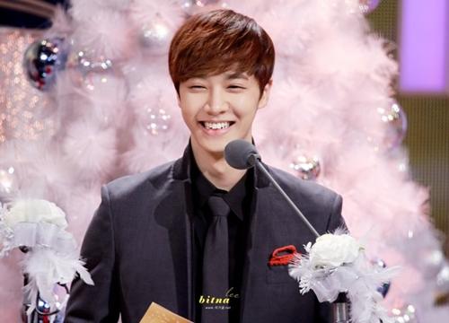 Mắt cười của Beast  Ki Kwang khiến trái tim fan girl rung rinh vì gương mặt baby tỏa nắng mỗi khi cười.