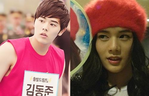Không chỉ điển trai, Dong Jun còn nổi tiếng vì gương mặt quá giống Han Ga In. Chính vì điều này, thành viên ZE:A thường hóa trang thành nữ diễn viên nổi tiếng để pha trò trong một số show truyền hình. Dong Jun còn được ca ngợi vì gương mặt trẻ như nam sinh trung học.