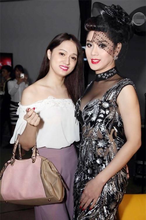 Hương Giang - Lâm Chi Khanh từng tỏ ra thân thiết khi gặp nhau tại sự kiện.