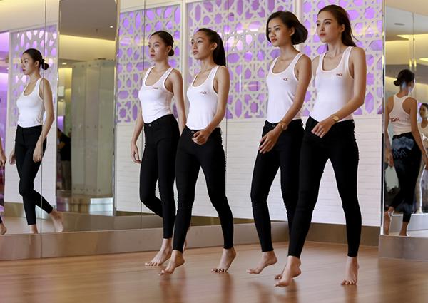 Ở tập 2 sắp lên sóng tuần này, khán giả sẽ có dịp thưởng thức những màn trình diễn catwalk ấn tượng của top 5 với trang phục Body Suit và Trang phục trình diễn trong bộ sưu tập của Nhà thiết kế Chung Thanh Phong.