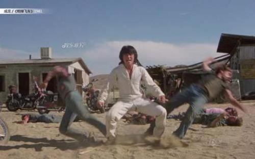 Ngôi sao võ thuật Trung Quốc nổi tiếng bậc nhất Hollywood là Thành Long cũng có khởi đầu nơi đất khách khá chật vật. Nam diễn viên chỉ có khoảng 5, 6 cảnh quay trong bộ phimThe Cannonball Run