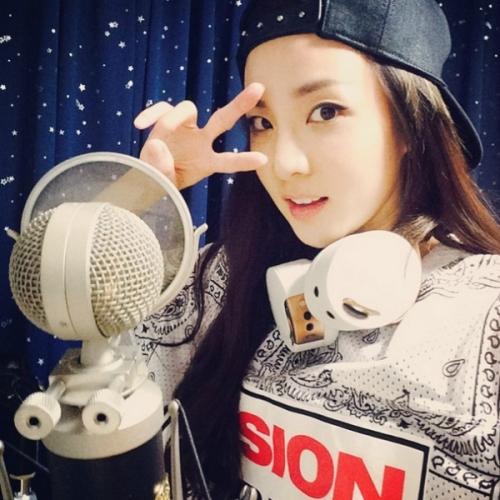 Dara là đại diện nhan sắc nổi bật nhất YG thời điểm hiện tại. Từ khi mới debut, 2NE1 thường bị chỉ trích vì ngoại hình kém sắc, tuy nhiên, không ai có thể phủ nhận nét đẹp tự nhiên hiếm có của visual. Cô nàng luôn thuộc top đầu trong các cuộc bình bầu nhan sắc tại Hàn.