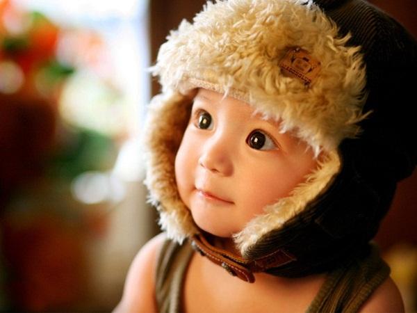 """Cậu nhóc """"đánh cắp"""" trái tim các fan khắp châu Á nhờ đôi mắt to tròn, má   phúng phính và nụ cười dễ thương."""