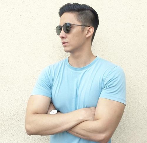 Mark Agas từng lọt top những chàng trai độc thân quyến rũ nhất Philippinnes trong một cuộc bình chọn. Anh có 63k theo dõi trên Instagram.