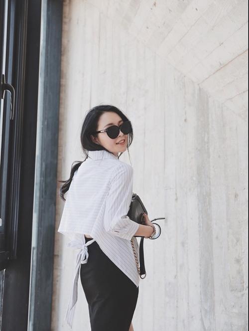 Vì vừa là NTK vừa là mẫu ảnh nên cô gái có style thời trang ấn tượng.
