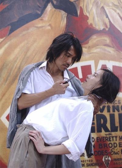 3. Một cảnh đáng nhớ giữa anh chàng lưu manh tốt bụng A Tinh (Châu Tinh Trì) với cô gái câm bán kem A Phương (Huỳnh Thánh Y) trong phim Tuyệt đỉnh Kungfu (2004).