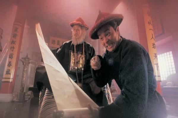 5. Cảnh trong phim Lộc đỉnh ký (1992), tên Vi Tiểu Bảo thối (Châu Tinh Trì) cùng Ngao Bái (Từ Cẩm Giang) trong chuyến du hành về phía nam nhằm phá âm mưu làm loạn của Ngô Tam Quế.