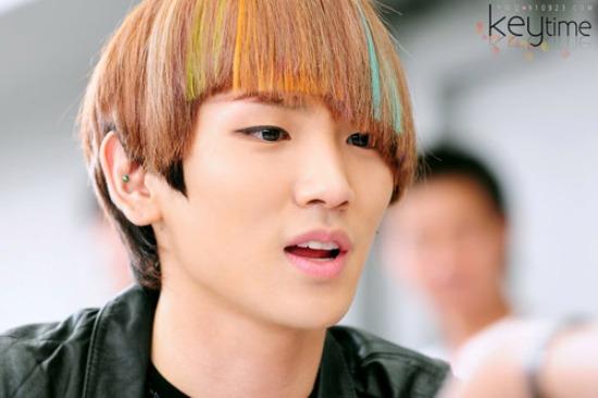 Không có kiểu tóc nào mà Key không dám thử, ví dụ như kiểu này đây.