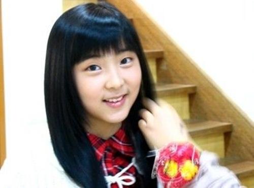 Cựu thành viên, em út của 4minute  So Hyun cũng ra mắt ở tuổi 15. Tuy nhiên, sự nghiệp idol của cô không có nhiều dấu ấn. Khi hợp đồng với công ty chủ quản kết thúc, So Hyun rời nhóm và chưa có kế hoạch chính thức trong tương lai.