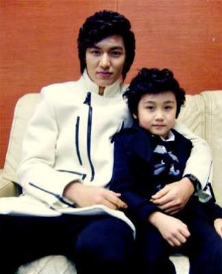 Chan Woo từng hai lần đóng vai nhân vật của Lee Min Ho lúc nhỏ trong Vườn sao băng và Người thừa kế. Cậu bé Chan Woo được yêu thích không kém các nhân vật chính vì gương mặt kháu khỉnh, đáng yêu.