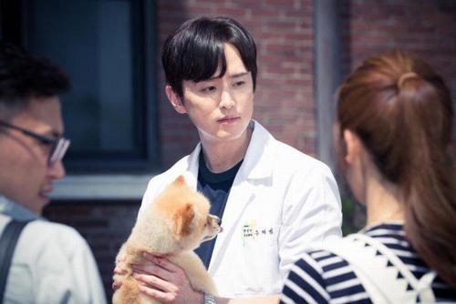 Thầy giáo Kwon Yul.