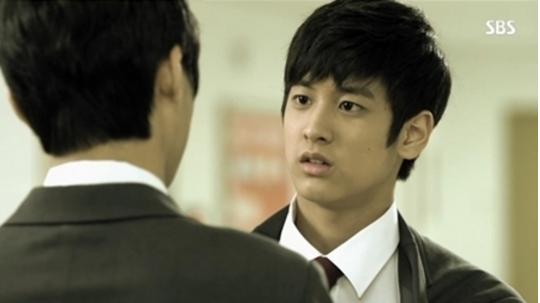 Chan Woo ra dáng mỹ nam trong Người thừa kế.