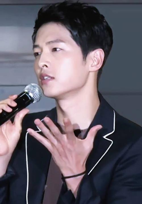 song joong ki khoc nuc no truoc fan chau a hinh anh 6