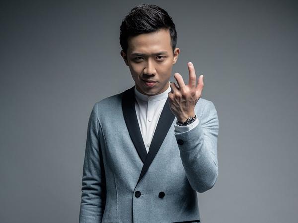 Sau hơn 10 năm vào nghề, Trấn Thành của hiện tại đã trưởng thành và thành công vang dội trong sự nghiệp. Không chỉ lịch dẫn chương trình nhận mệt nghỉ mà còn chạy show bở hơi tai ở các sân khấu hài, kế nghiệp đàn anh lớn như Hoài Linh.