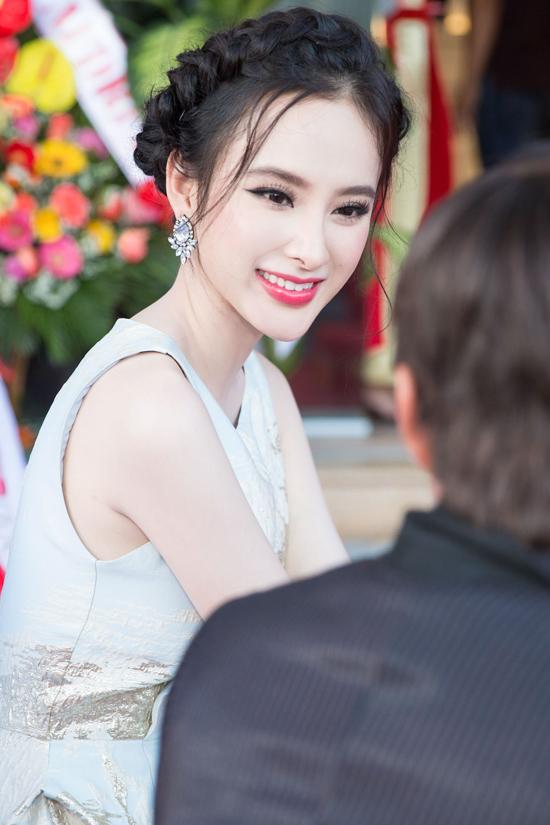 Nhân dịp này, Angela Phương Trinh cũng hào hứng chia sẻ ít nhiều về bộ phim mình đang tham gia